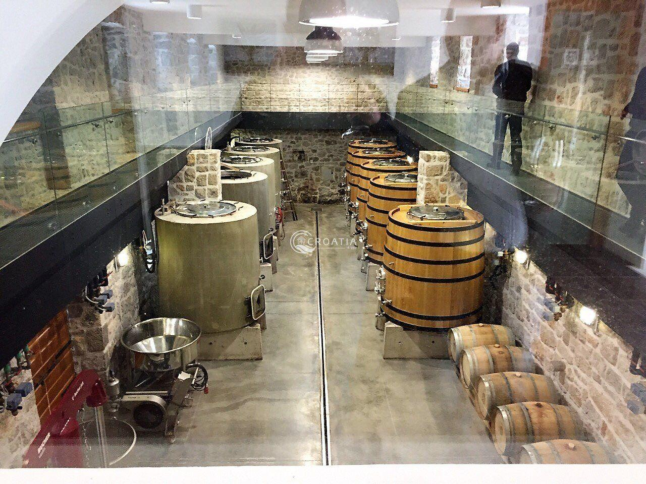 SAINTS HILS WINE TOUR