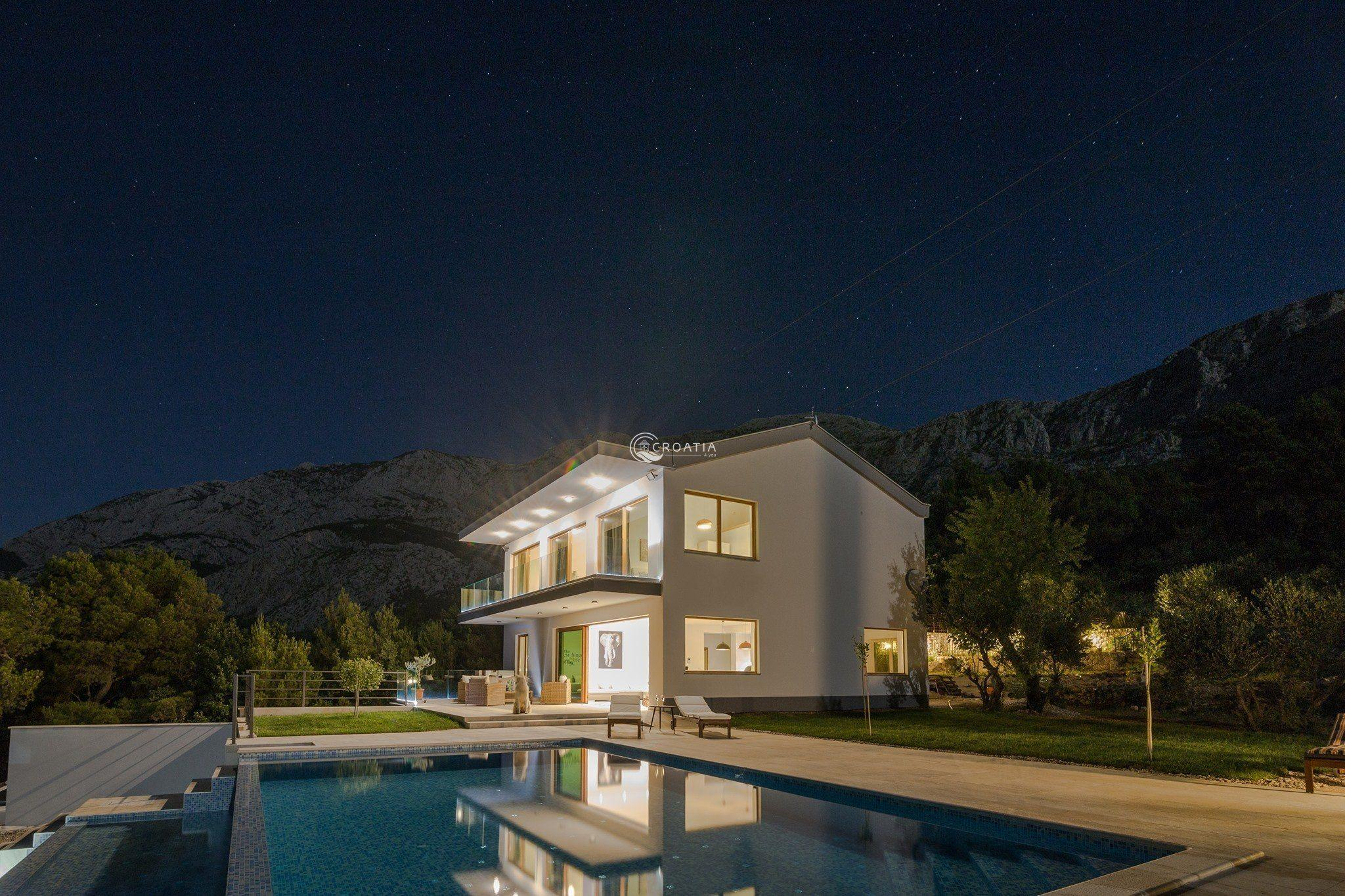 Newly built deluxe villa in Tučepi near Makarska