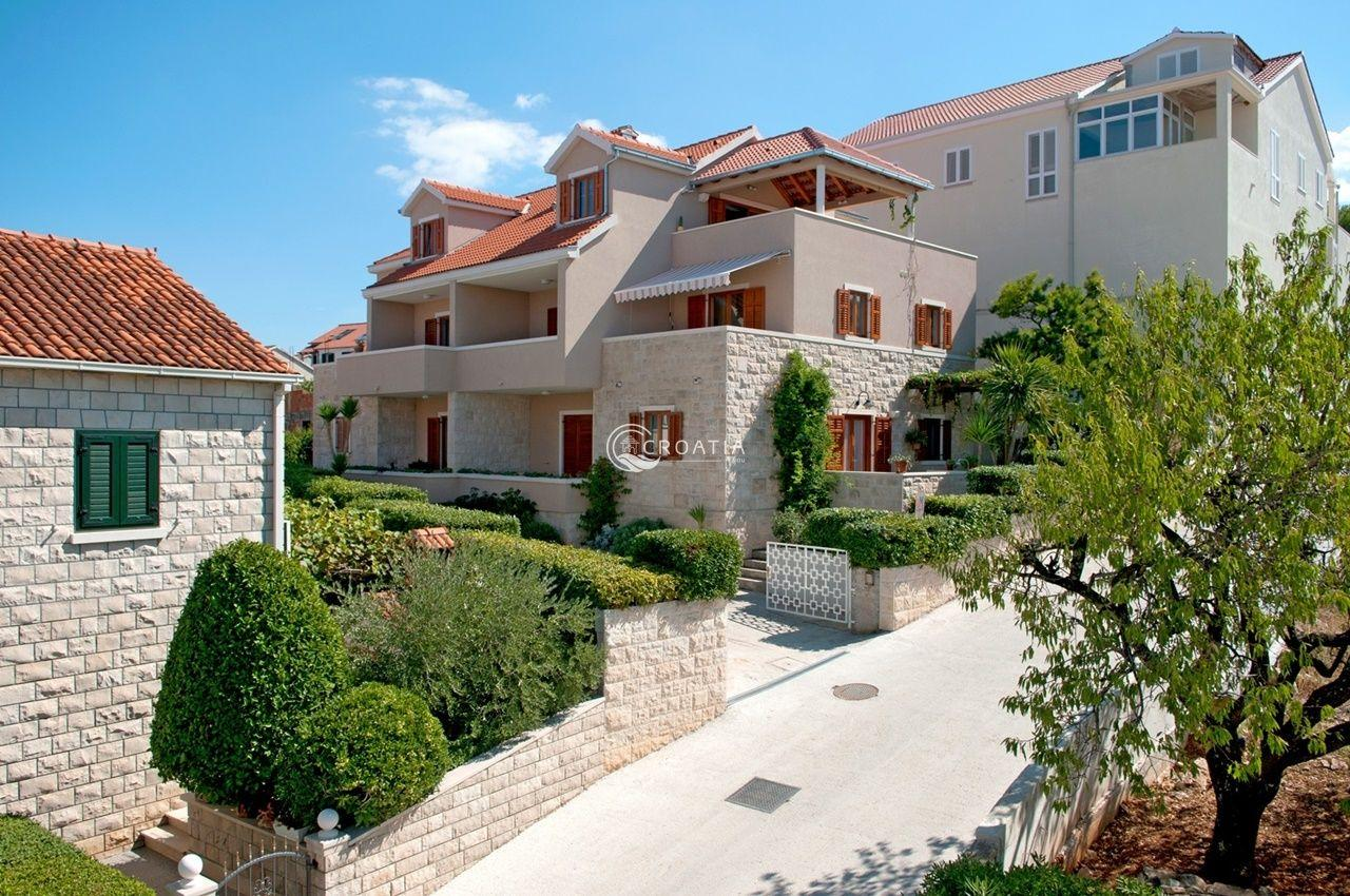 Apartment house on the island of Brač