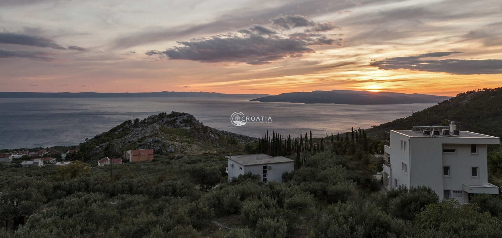 House with building land for sale in Makarska