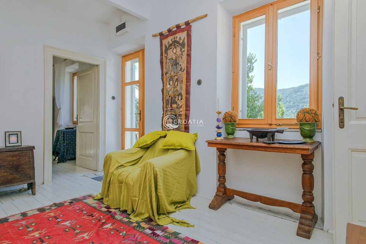 Beautiful Villa with land on the island of Hvar