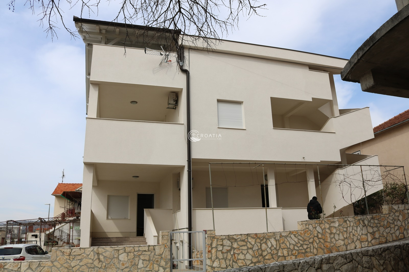 House with apartments in Rogoznica