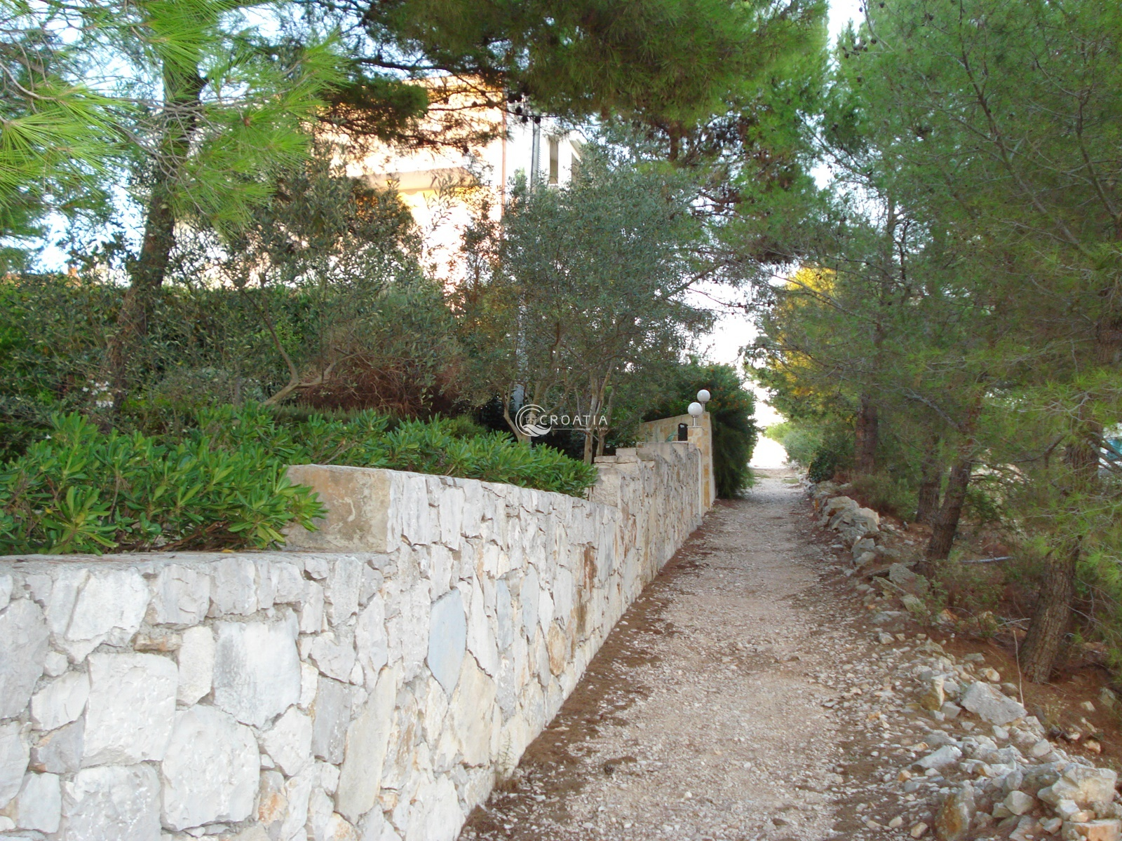 Apartment house for sale on island of Solta