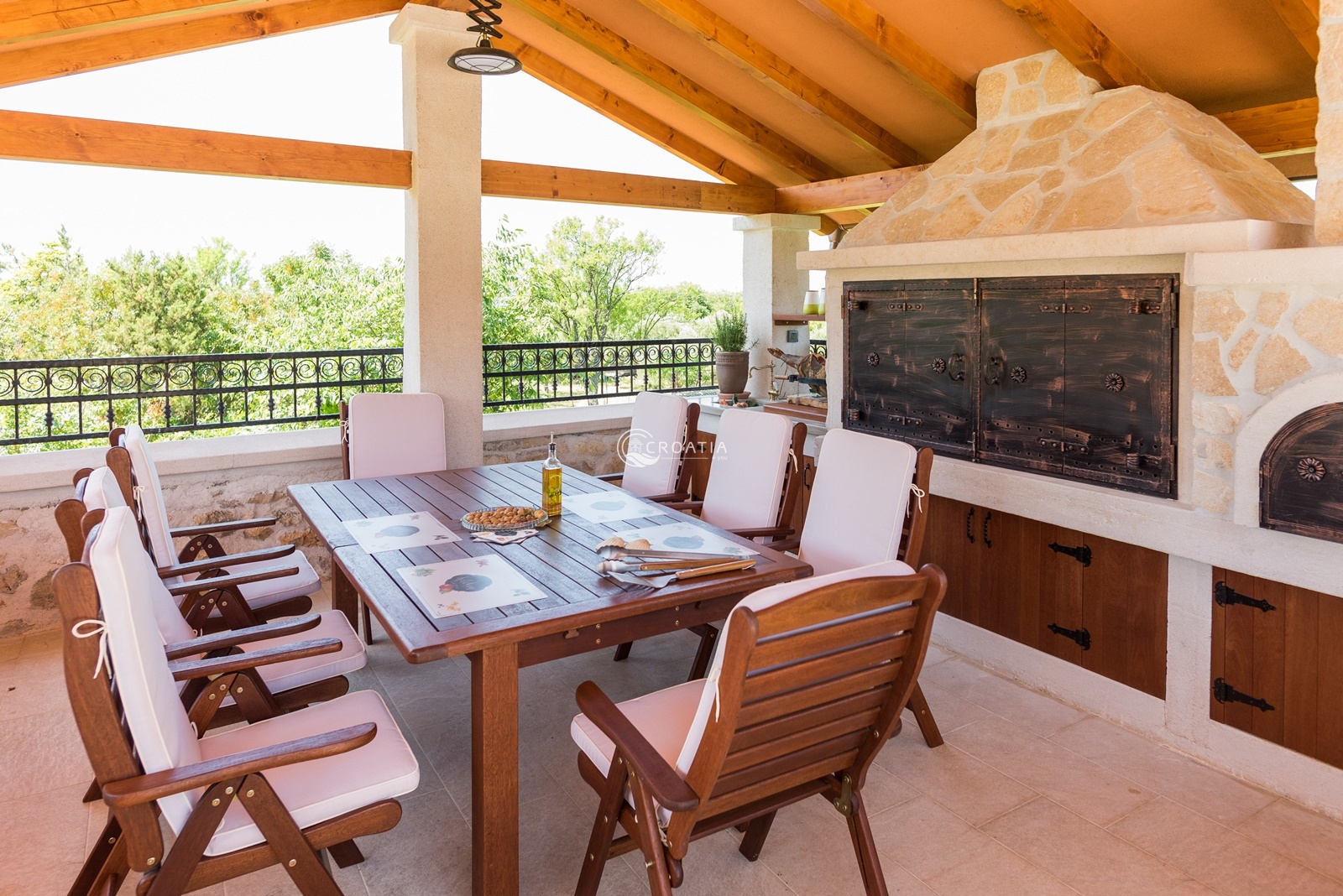 Rustic villa Ivan for rent in beautiful Skradin