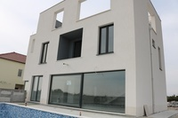 Modern villa with a swimming pool in Rogoznica
