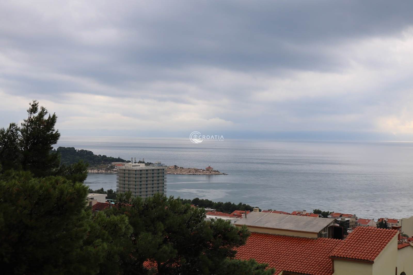 House with apartments in Makarska