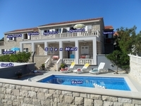 Apartment house 15m from the sea on island Brač