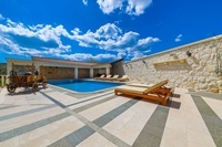 Holiday house with swimming pool near Split