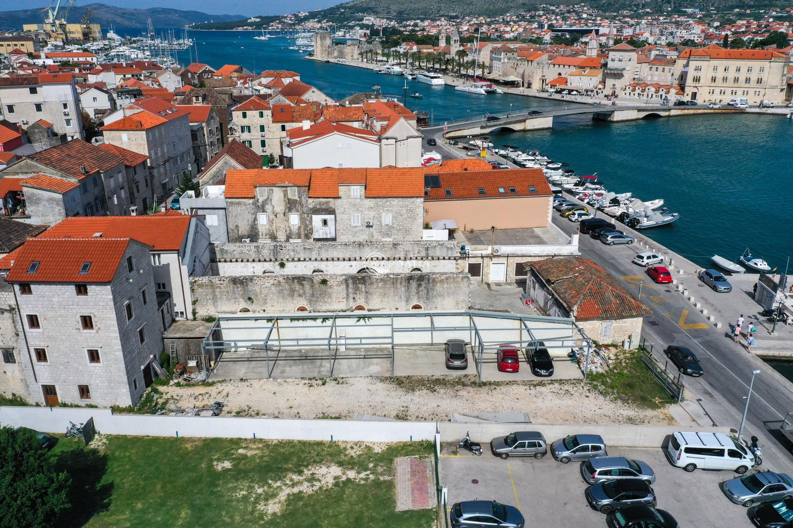 Commercial object for sale in Trogir center