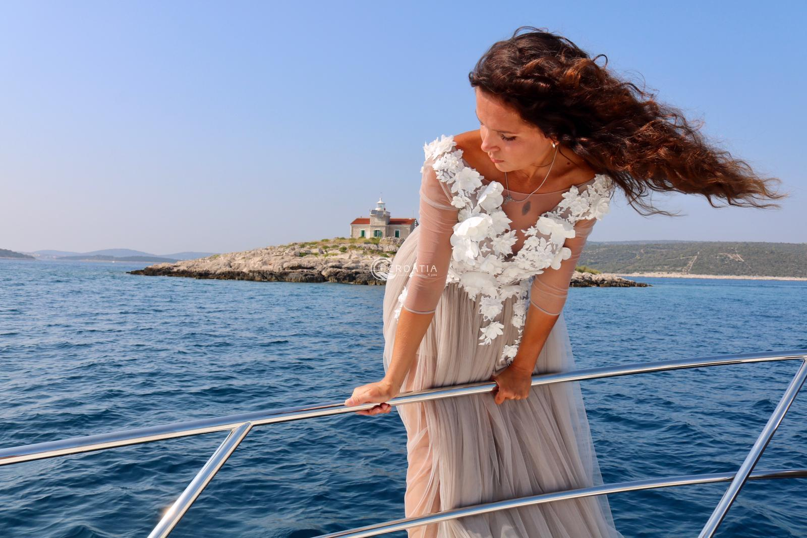 Intimate wedding on luxury yacht