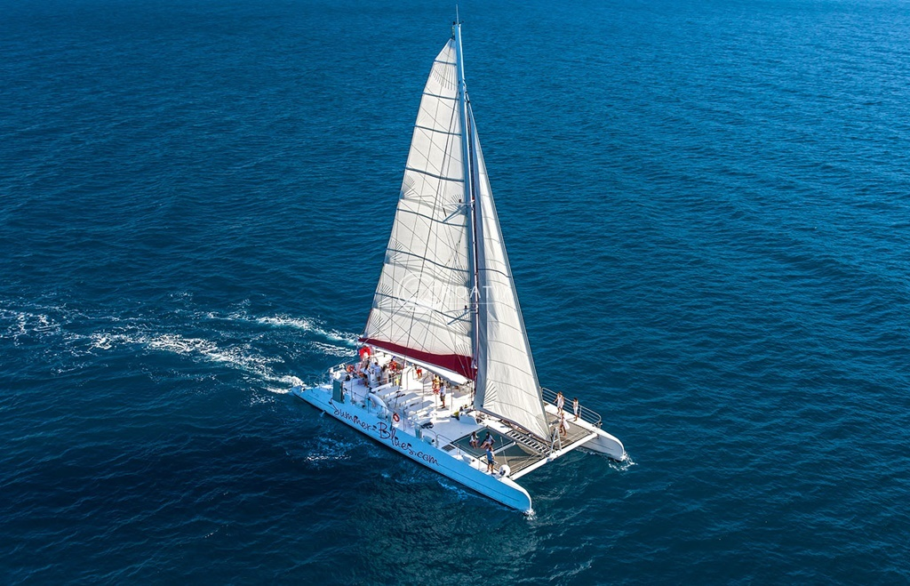 Pre-wedding excursion trip - discover islands on a unique catamaran
